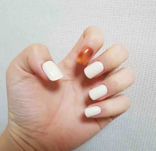 Dashing Diva Magic Press Nails (Mani) - MDR933 Leopard Cream photo review